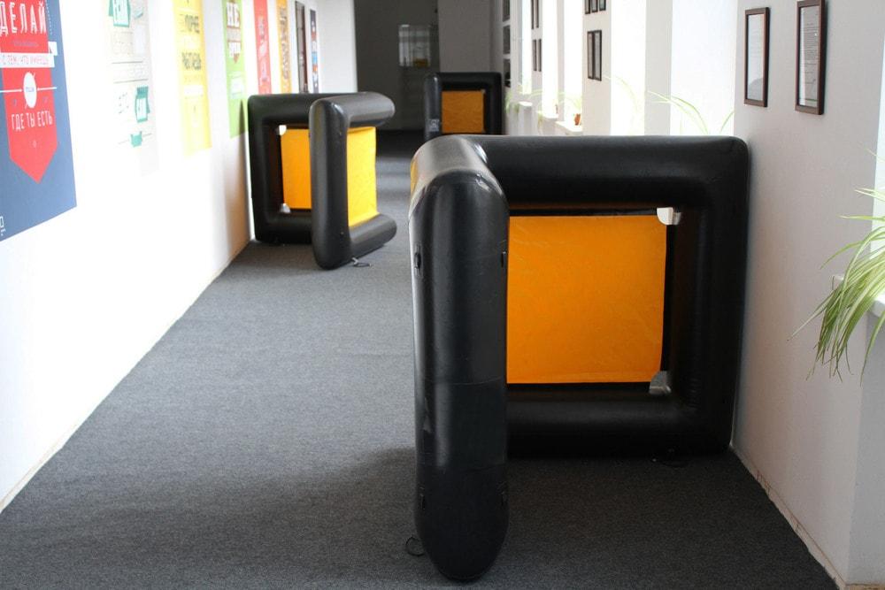 Надувное поле в офисе от ПК Extremal