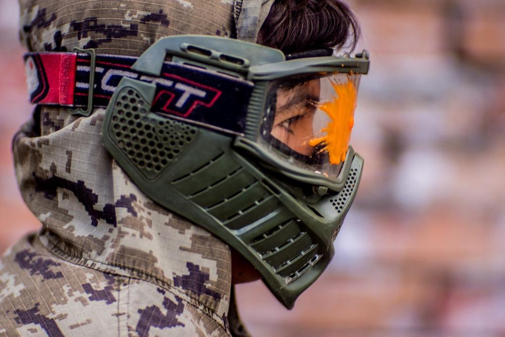 Игра в пейнтбол в Экстремале в термальной маске