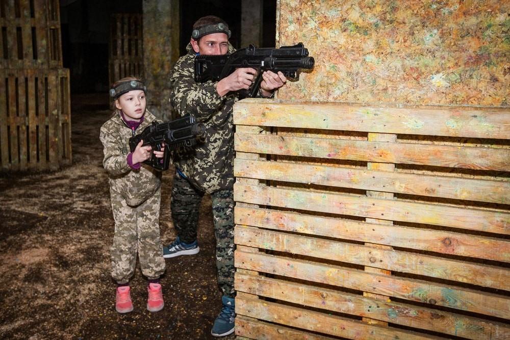 Игра в пейнтбол в помещении с фортом и укрытиями в Харькове
